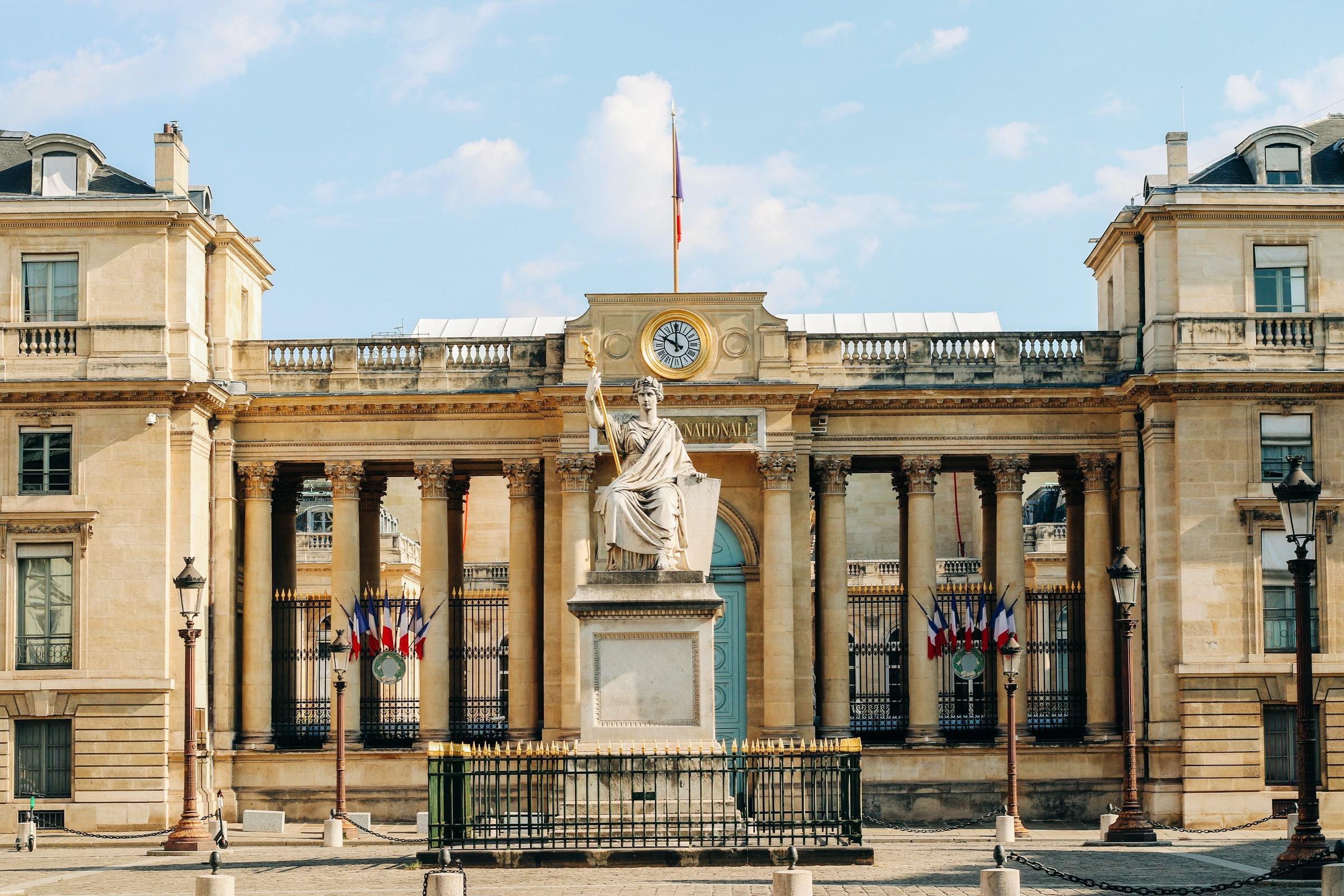 Vème République : plaidoyer pour un retour à la lecture gaullienne des institutions